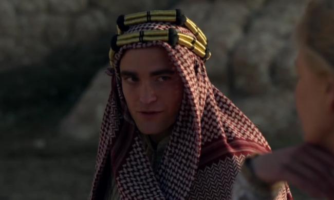 Robert-Pattinson-Keffiyeh-Lawrence-of-Arabia-Queen-of-the-Desert-Picture-1000x600